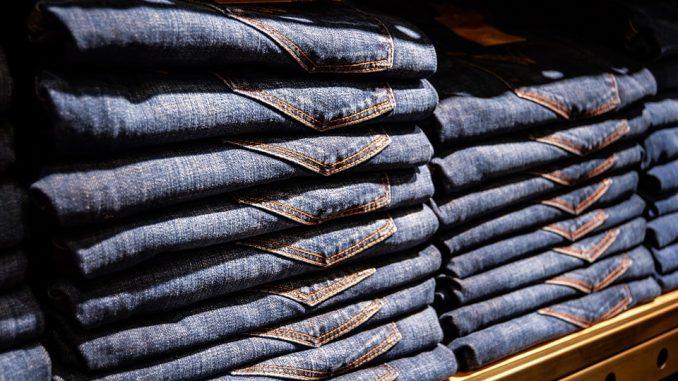 Podrasuj swoje jeansy - kilka sposobów na nowoczesność